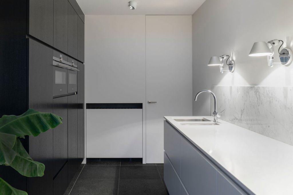 απλότητα-και-μοντερνα-επιπλα-κουζινας